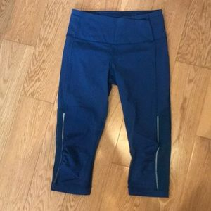 Lululemon 5/6 Blue Leggings